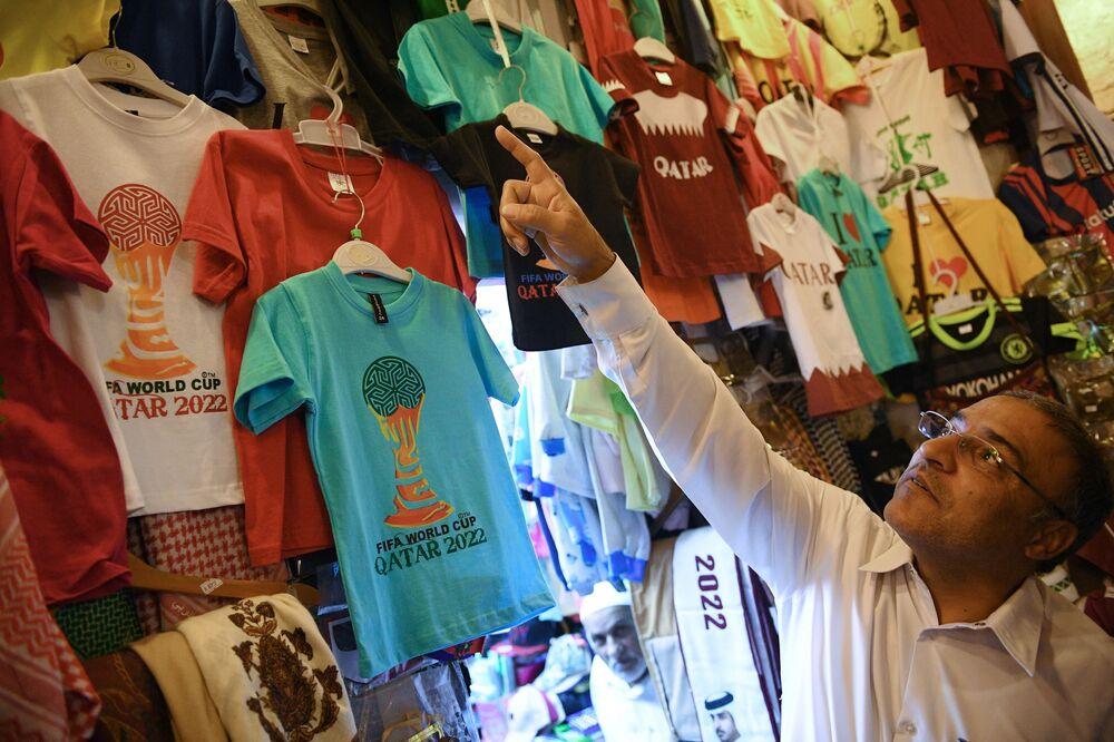 Sprzedawca na targowisku Souq Waqif w Doha