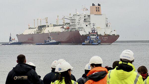 Statek z pierwszą partią skroplonego gazu ziemnego z USA - Sputnik Polska