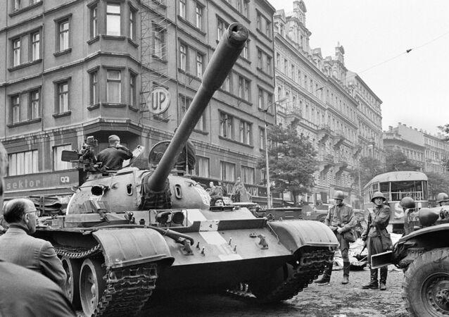 Sowieckie czołgi na ulicach Pragi, Praska Wiosna 1968