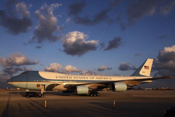 Samolot prezydenta USA na lotnisku w Miami - Sputnik Polska