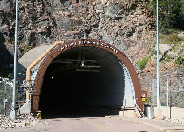 Wejście do stanowiska dowodzenia Armii USA NORAD (Cheyenne Mountain Air Station) - Sputnik Polska