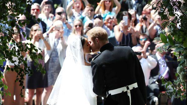 Pierwszy pocałunek po ceremonii ślubnej - Sputnik Polska