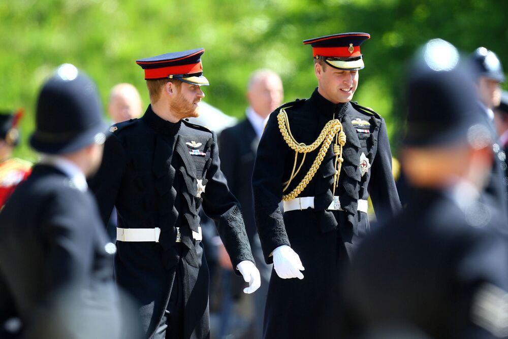 Książęta Harry i William przybywają do kaplicy Św. Jerzego
