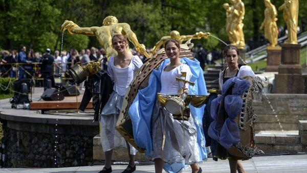 Festiwal fontann w Peterhofie - Sputnik Polska