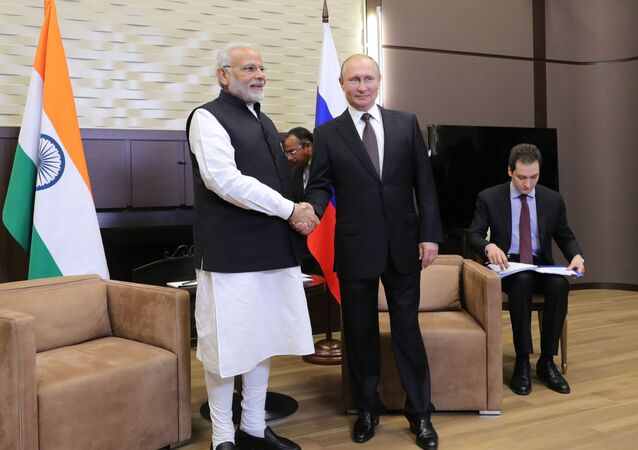 Prezydent Rosji Władimir Putin i premier Indii Narendra Modi podczas spotkania 21 maja 2018 roku w Soczi