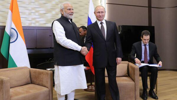 Prezydent Rosji Władimir Putin i premier Indii Narendra Modi podczas spotkania 21 maja 2018 roku w Soczi - Sputnik Polska