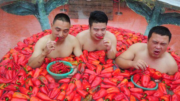Konkurs jedzenia ostrej papryczki w Chinach - Sputnik Polska