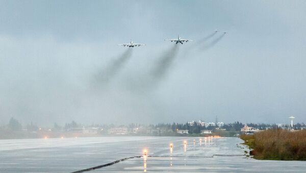 Samoloty Sił Powietrzno-Kosmicznych Rosji odlatują z bazy lotniczej Hmeimim w Syrii do punktu stałego rozmieszczenia na terytorium Rosji - Sputnik Polska