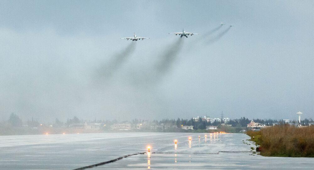 Samoloty Sił Powietrzno-Kosmicznych Rosji odlatują z bazy lotniczej Hmeimim w Syrii do punktu stałego rozmieszczenia na terytorium Rosji