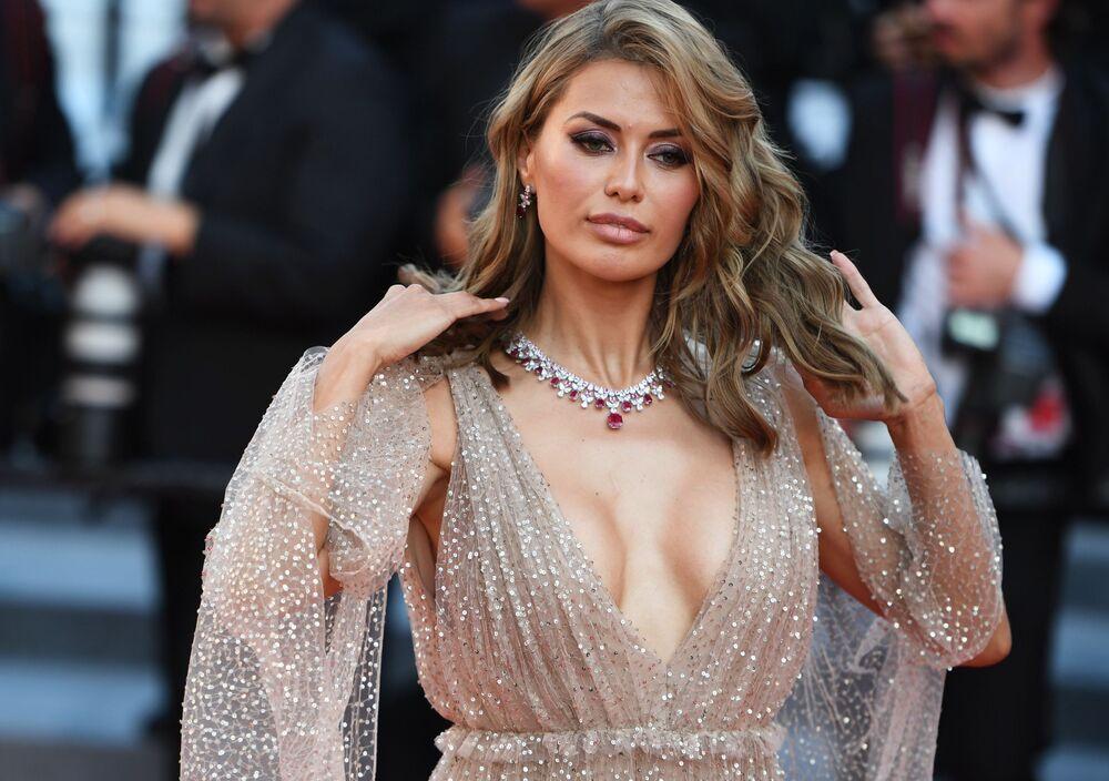 Moderatorka telewizyjna Wiktoria Bonia na czerwonym dywanie podczas ceremonii zamknięcia 71. Międzynarodowego Festiwalu Filmowego w Cannes