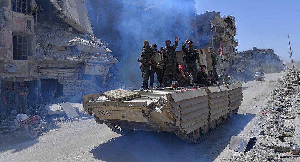 Syryjscy żołnierze armii na BMD-1 w wyzwolonym obozie uchodźców palestyńskich Jarmuk na południu Damaszku