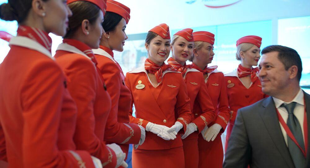 Stewardesy linii lotniczej Aeroflot na Międzynarodowym Forum Ekonomicznym w Petersburgu