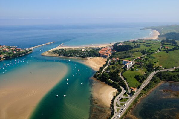 Zatoka w San Vicente de la Barquera, Hiszpania - Sputnik Polska