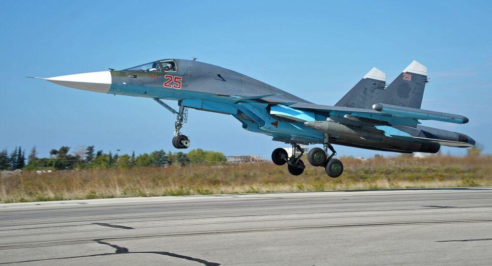 Su-34 w bazie Hmeimim w Syrii