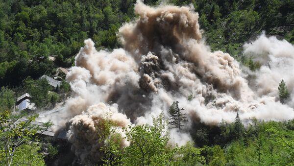 Wysadzenie budowli pomocniczych na poligonie jądrowym Punggye-ri na północy KRLD - Sputnik Polska