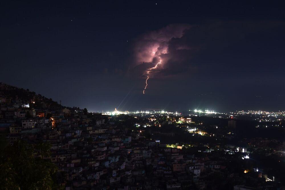 Burza nad Port-au-Prince, Haiti