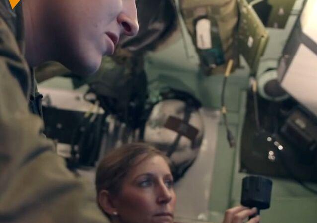 Dziewczyna, która pełni służbę w wojsku