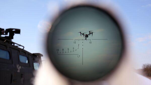 Żołnierz w czasie ćwiczeń z walki z celami powietrznymi w kraju stawropolskim - Sputnik Polska