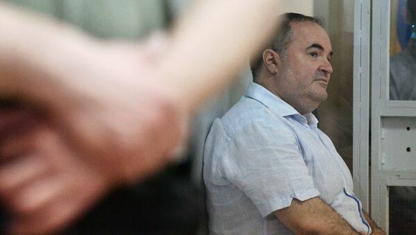 Dyrektor ukraińskiego przedsiębiorstwa produkującego broń, Boris Herman, oskarżony o zorganizowanie zamachu na dziennikarza Arkadija Babczenkę w Kijowie na posiedzeniu sądowym w celu rozpatrzenia wniosku o wybór środka zapobiegawczego przeciwko niemu - Sputnik Polska