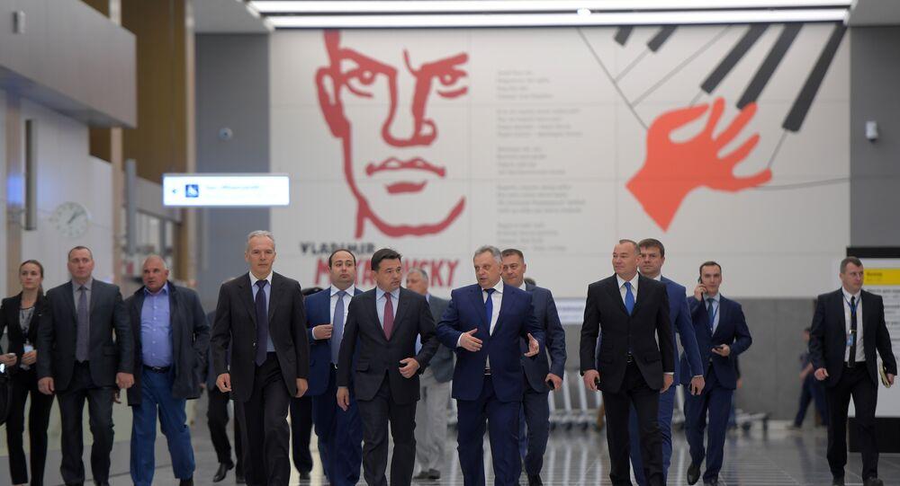 """Gubernator obwodu moskiewskiego Andriej Worobiew w nowym terminalu """"B"""" lotniska Szeremietiewo"""