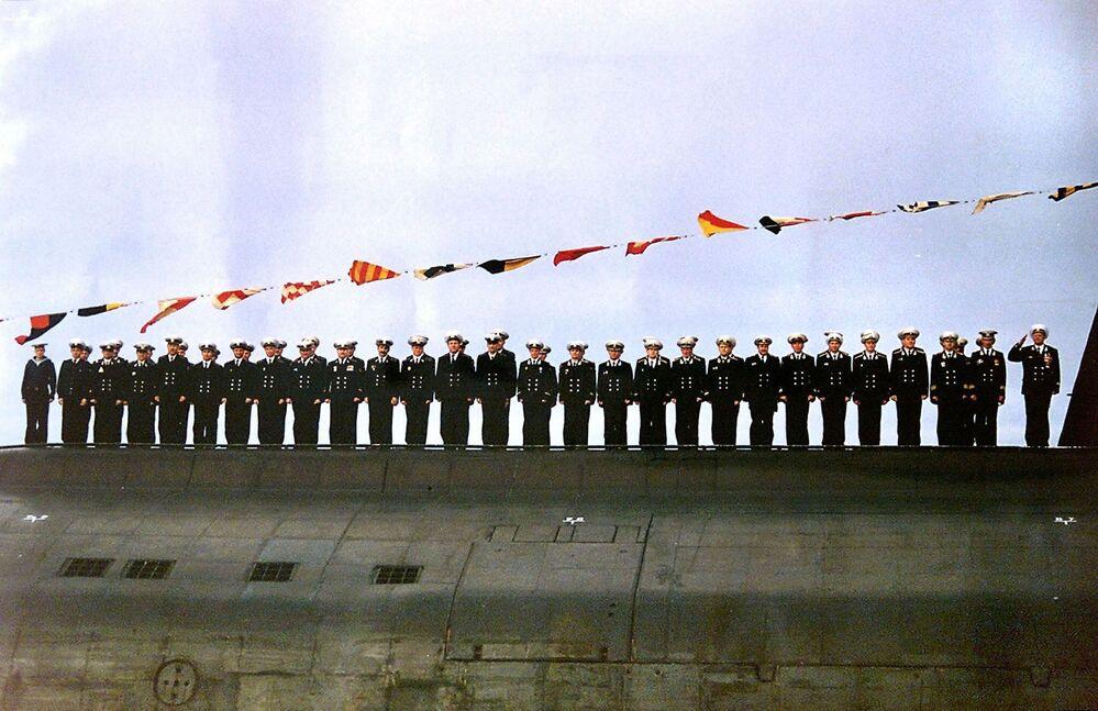 Załoga okrętu podwodnego Kursk podczas obchodów Dnia Marynarki Wojennej Rosji