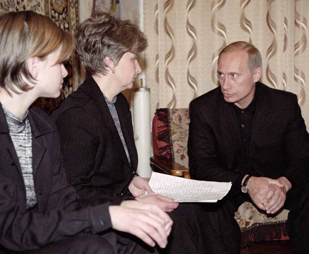 Władimir Putin w domu dowódcy okrętu podwodnego Kursk Giennadija Lacina