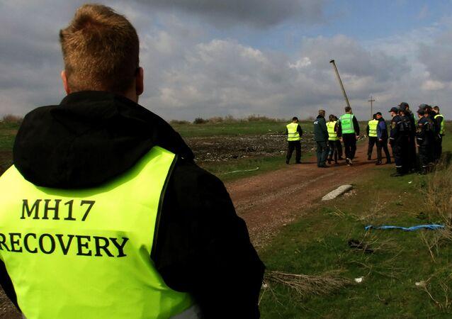 Eksperci z Holandii z Malezji na miejscu katastrofy Boeinga w obwodzie donieckim