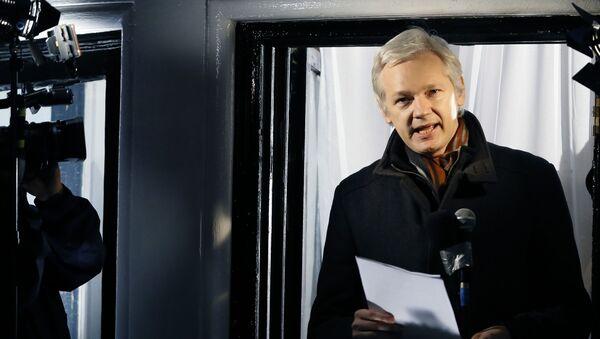 Założyciel WikiLeaks Julian Assange w ambasadzie Ekwadoru w Londynie - Sputnik Polska