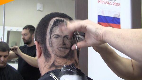 Ronaldo na głowie - Sputnik Polska
