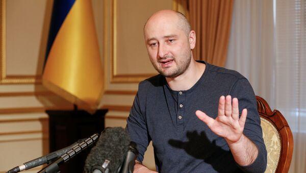 Rosyjski dziennikarz Arkadij Babczenko udziela wywiadu w Kijowie - Sputnik Polska