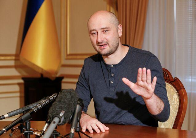 Rosyjski dziennikarz Arkadij Babczenko udziela wywiadu w Kijowie