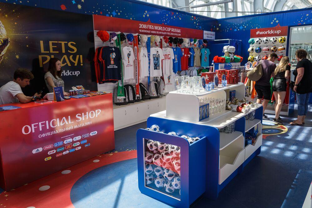 Stoisko z gadżetami na Mistrzostwa Świata na lotnisku Chrabrowo
