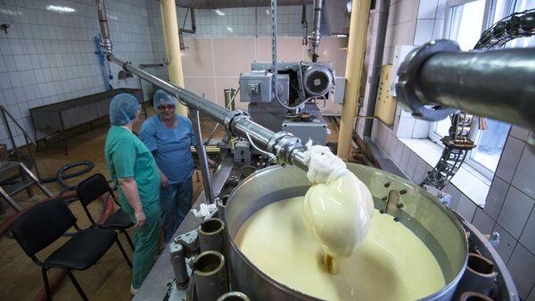 Omsk, produkcja mleka skondensowanego - Sputnik Polska
