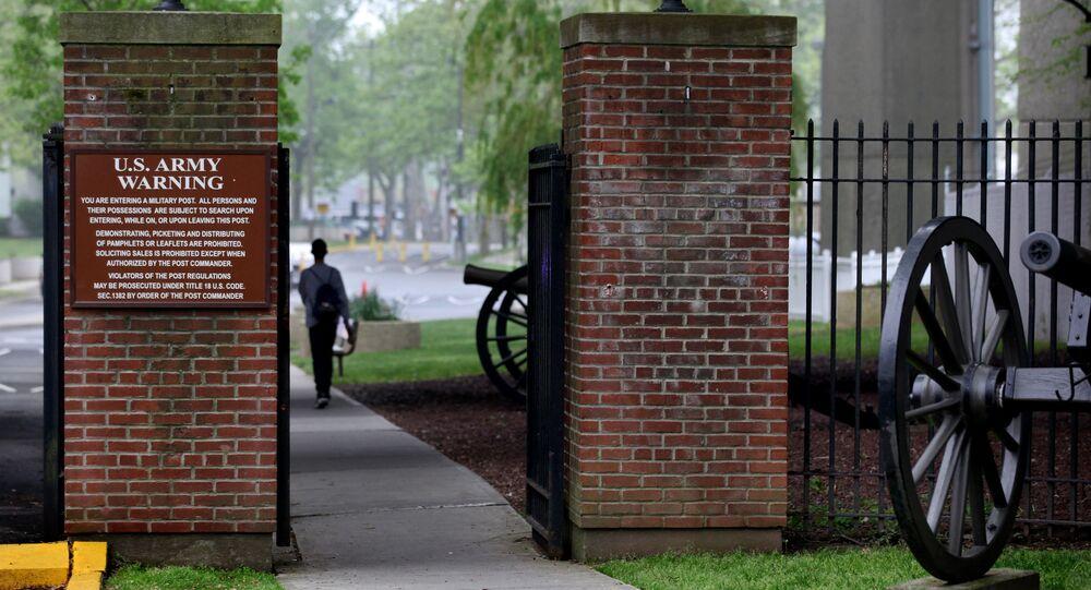 Wejście do bazy wojskowej Fort Hamilton w Nowym Jorku, USA. Zdjęcie archiwalne
