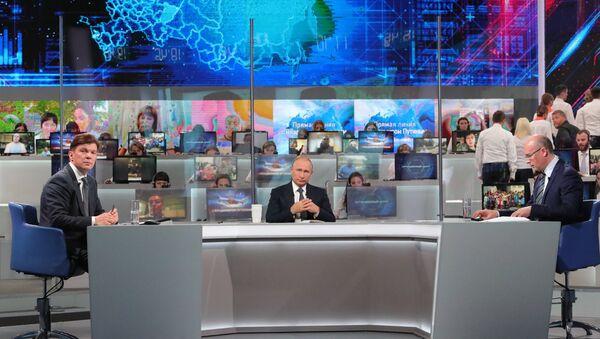 Gorąca linia z Władimirem Putinem 2018 - Sputnik Polska