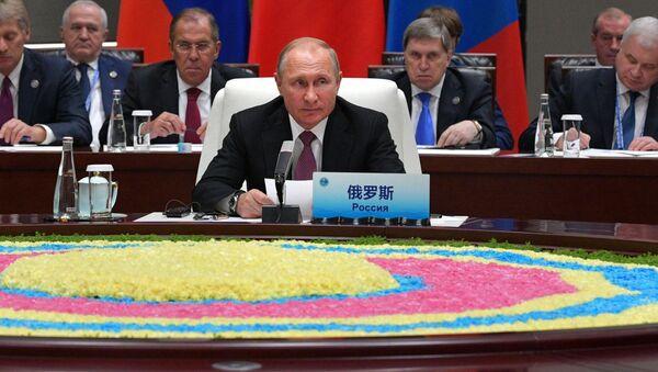 Władimir Putin na szczycie SOW - Sputnik Polska