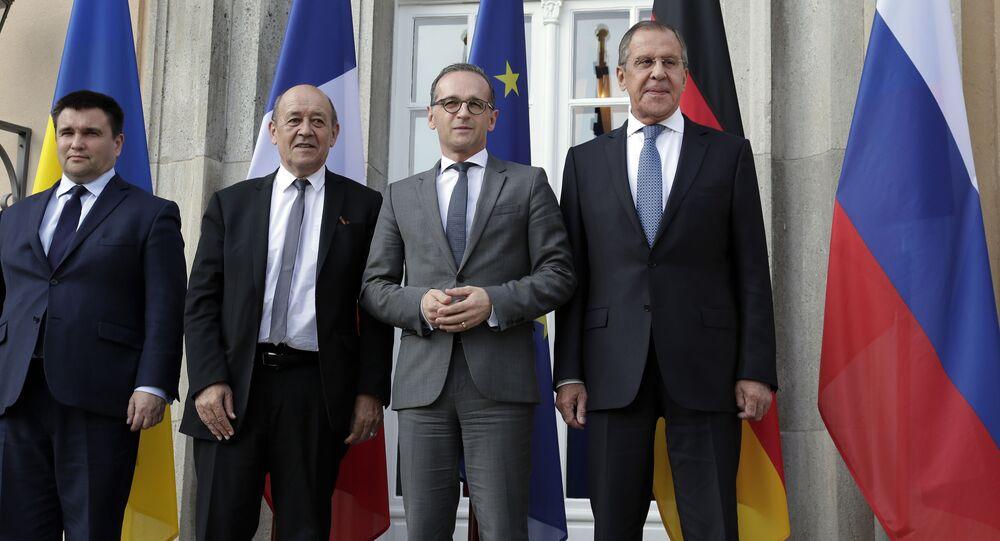 """Ministrowie spraw zagranicznych krajów """"kwartetu normańskiego"""" Pawło Klimkin, Jean-Yves Le Drian, Heiko Mass i Siergiej Ławrow na spotkaniu w Berlinie"""