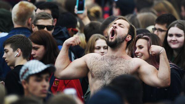 Uczestnicy Festiwalu Kibiców FIFA Fan Fest 2018 na Worobjowych Górach w Moskwie - Sputnik Polska
