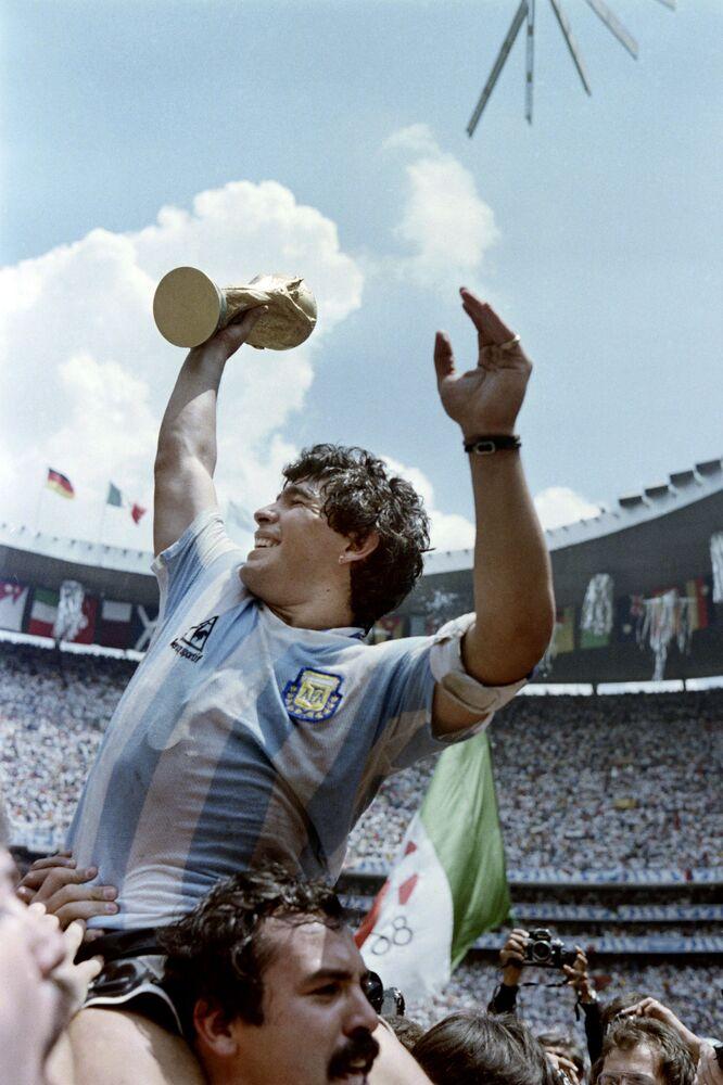 Kapitan argentyjskiej drużyny Diego Maradona, 1986 rok