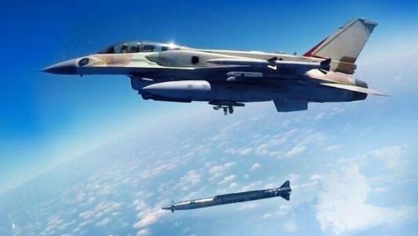 Izraelski myśliwiec z naddźwiękową rakietą klasy powietrze-ziemia Rampage - Sputnik Polska