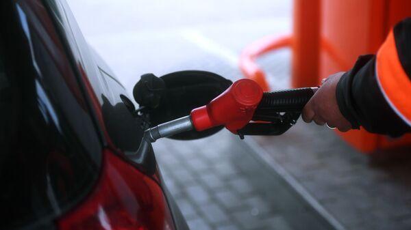 Tankowanie samochodu na stacji paliw w obwodzie moskiewskim - Sputnik Polska