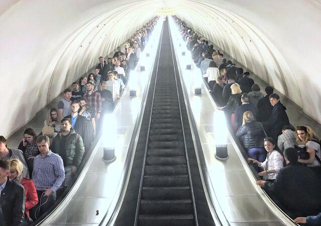 Schody ruchome na stacji metra w Moskwie