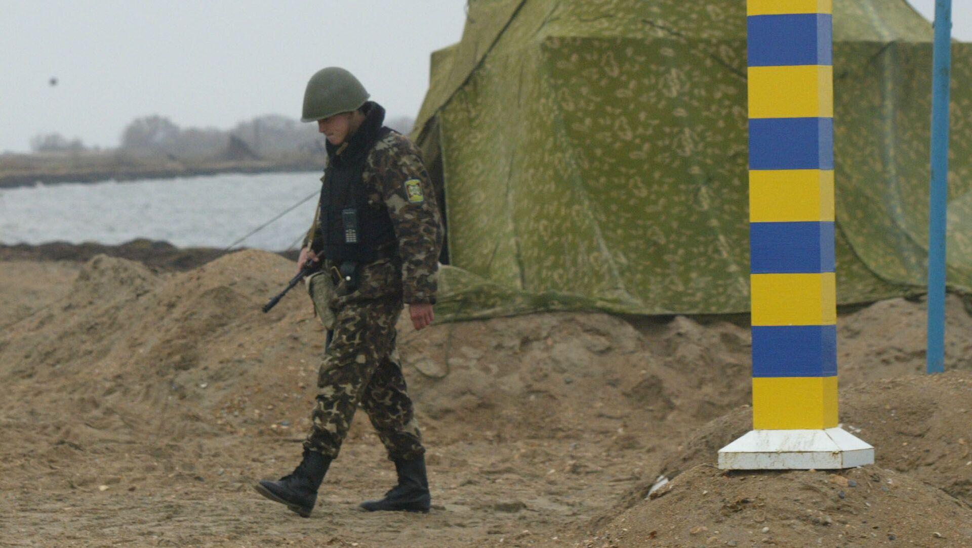 Ukraińska straż graniczna na granicy ukraińsko-rosyjskiej w pobliżu Morza Azowskiego - Sputnik Polska, 1920, 05.04.2021