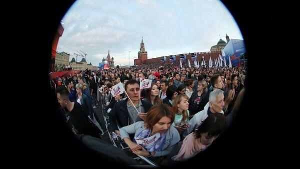 Uczestnicy obchodów Dnia Rosji na Placu Czerwonym - Sputnik Polska