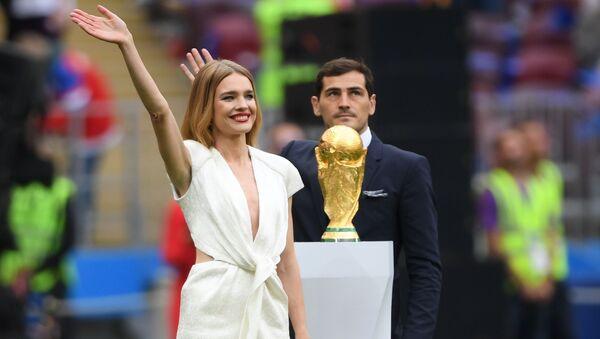 Modelka Natalia Wodianowa i piłkarz Iker Casillas - Sputnik Polska