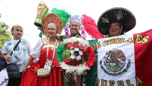 Kibice z Argentyny, Meksyku i Rosji przed meczem Rosja - Arabia Saudyjska - Sputnik Polska