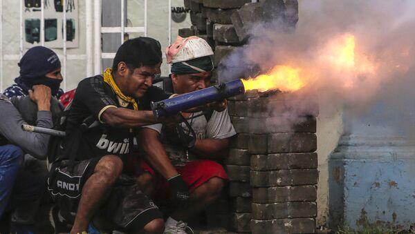 Antyrządowi demonstranci podczas starć z policją na barykadach w mieście Masaja, Nikaragua - Sputnik Polska
