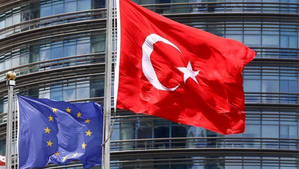 Flagi Turcji i Unii Europejskiej w Stambule - Sputnik Polska