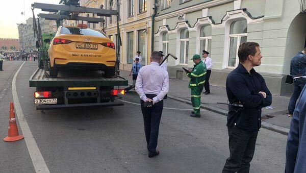 Taksówkarz wjechał w przechodniów w Moskwie - Sputnik Polska