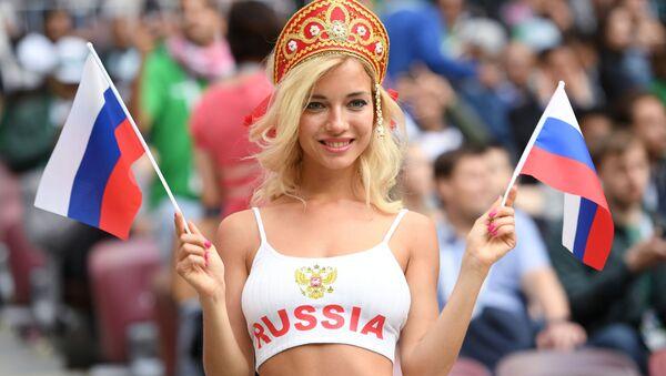 Kibicka reprezentacji Rosji przed meczem Rosja - Arabia Saudyjska - Sputnik Polska